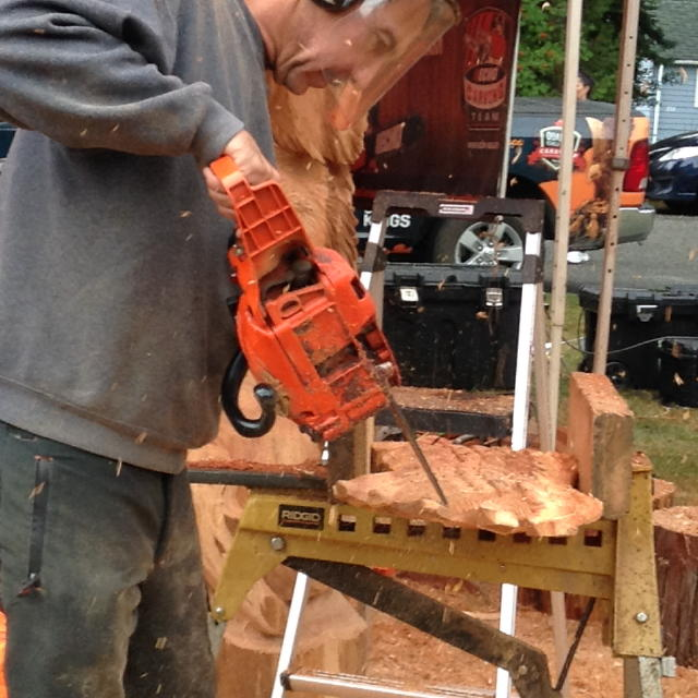 A chain saw craftsman making his artwork